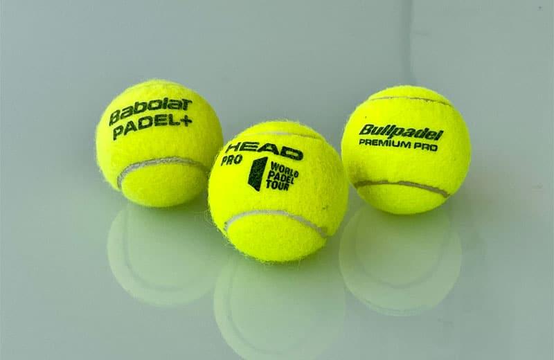 Tre olika padelbollar från Babolat, Head och Bullpadel som tillhör de bästa padelbollarna 2021.